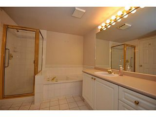 """Photo 8: 312 5518 14TH Avenue in Tsawwassen: Cliff Drive Condo for sale in """"WINDSOR WOODS"""" : MLS®# V1007789"""