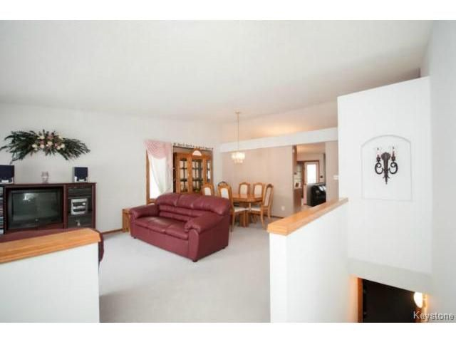 Photo 3: Photos: 588 BAIRDMORE Boulevard in WINNIPEG: Richmond West Residential for sale (South Winnipeg)  : MLS®# 1404598