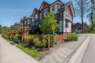 """Photo 2: 8 6378 142 Street in Surrey: Sullivan Station Townhouse for sale in """"Kendra"""" : MLS®# R2193744"""