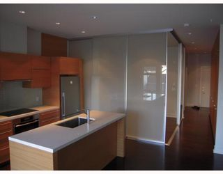 """Photo 4: 102 4463 W 10TH Avenue in Vancouver: Point Grey Condo for sale in """"WEST POINT GREY"""" (Vancouver West)  : MLS®# V793763"""