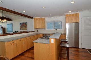 """Photo 9: 15478 COLUMBIA Avenue: White Rock House for sale in """"Hillside"""" (South Surrey White Rock)  : MLS®# R2572155"""