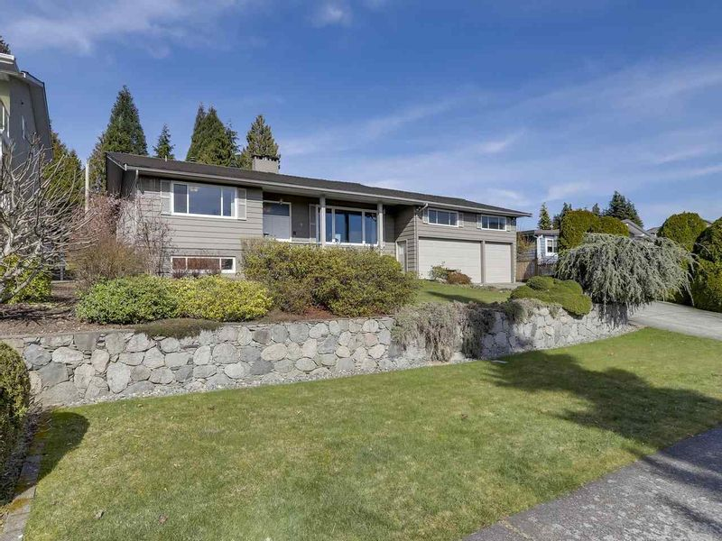 FEATURED LISTING: 5495 MORELAND Drive Burnaby