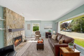 Photo 5: 1907 Stanley Ave in : Vi Fernwood House for sale (Victoria)  : MLS®# 886072