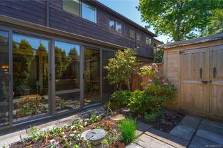 Photo 18: 106 119 Ladysmith St in Victoria: Vi James Bay Row/Townhouse for sale : MLS®# 841373