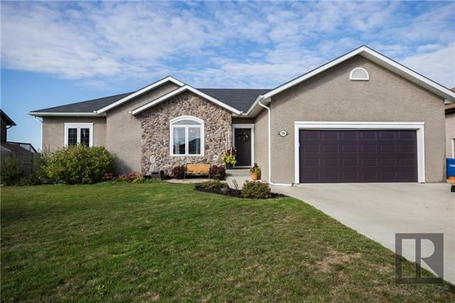 Main Photo: 208 Carnoustie Cove in Niverville: The Highlands Residential for sale (R07)  : MLS®# 1825411