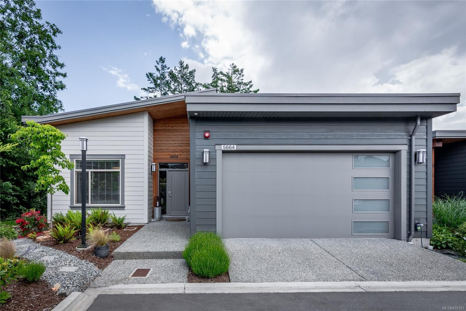 Main Photo: 5664 Linley Valley Dr in : Na North Nanaimo Row/Townhouse for sale (Nanaimo)  : MLS®# 878393