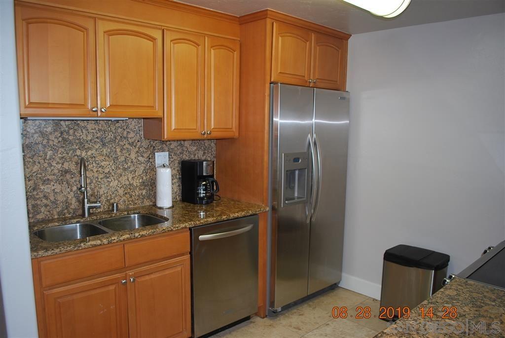 Photo 10: Photos: PACIFIC BEACH Condo for sale : 2 bedrooms : 4767 Ocean Blvd. #801 in San Diego