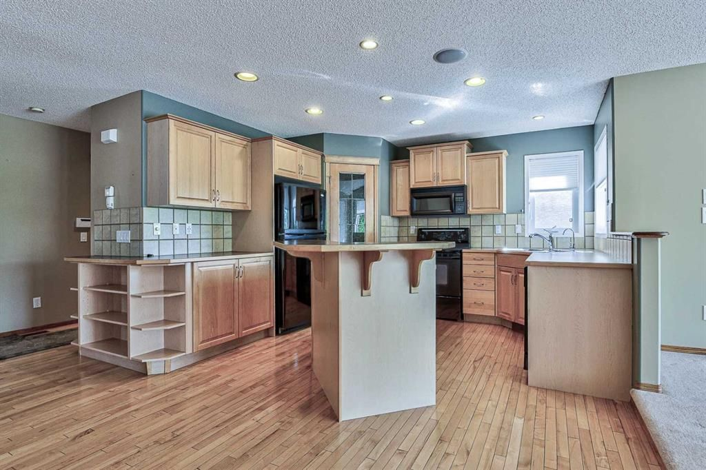 Photo 3: Photos: 106 Everwillow Close SW in Calgary: Evergreen Detached for sale : MLS®# A1116249