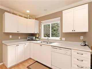 Photo 9: 6 540 Goldstream Ave in VICTORIA: La Fairway Row/Townhouse for sale (Langford)  : MLS®# 741789
