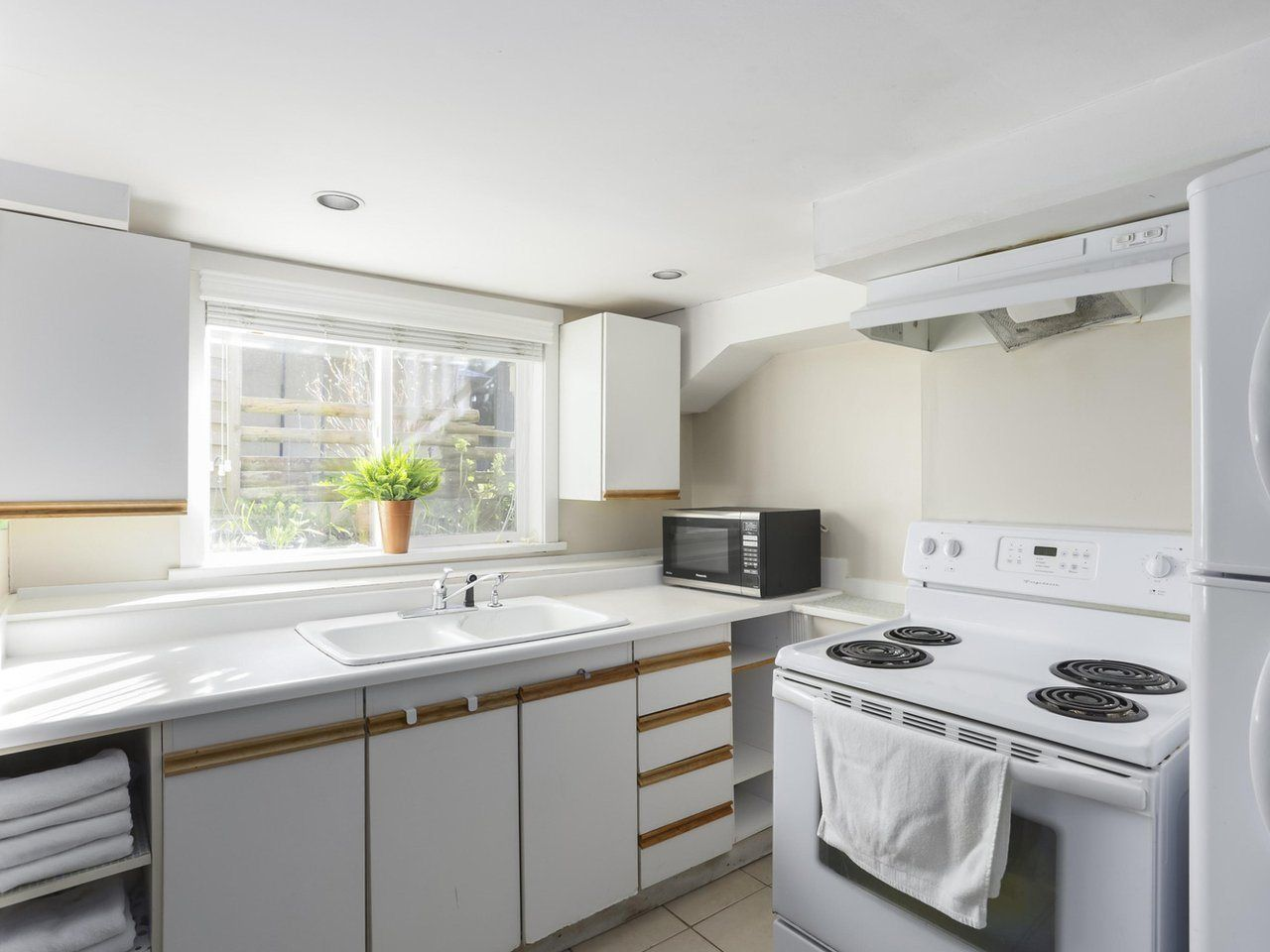 Photo 13: Photos: 325 W KINGS Road in North Vancouver: Upper Lonsdale House for sale : MLS®# R2443642