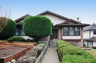 Photo 1: 413 MARINER Way in Coquitlam: Coquitlam East House for sale : MLS®# R2042897