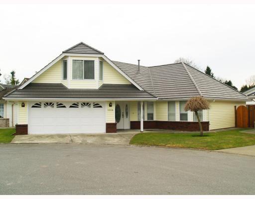 Main Photo: 5258 LABURNUM PARK Place in Ladner: Delta Manor House for sale : MLS®# V754265