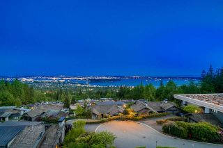 """Photo 2: PH1 2210 CHIPPENDALE Road in West Vancouver: Whitby Estates Condo for sale in """"The Boulders"""" : MLS®# R2581149"""