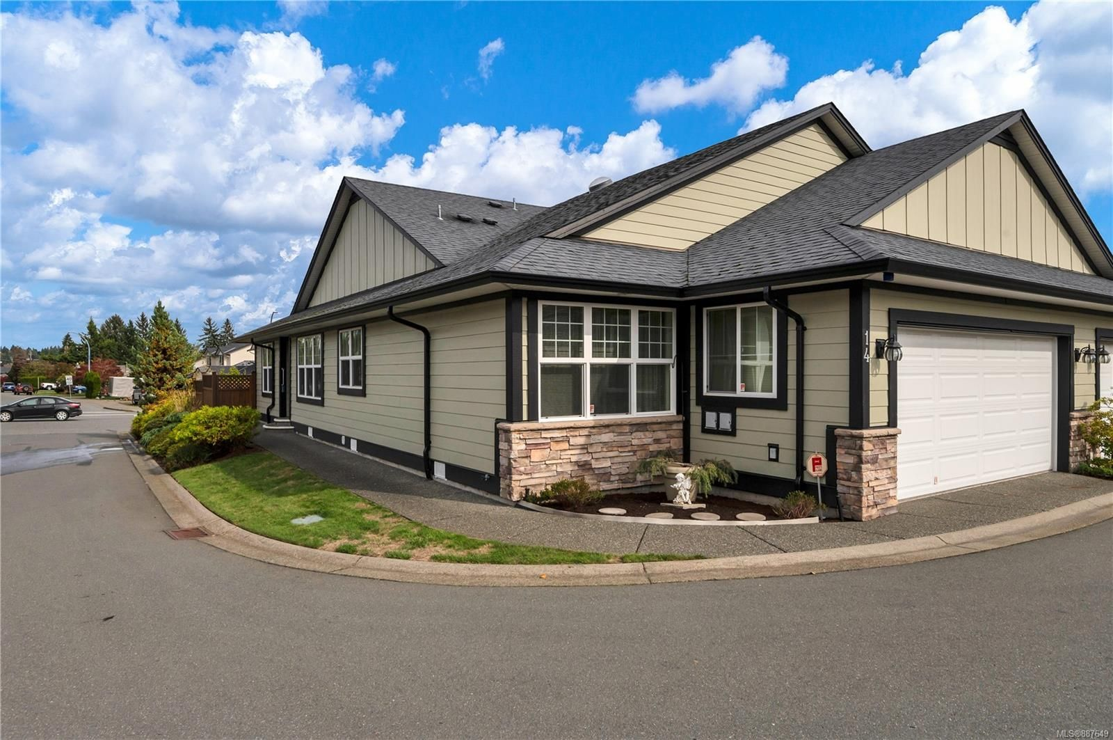 Main Photo: 14 611 Hilchey Rd in : CR Willow Point Half Duplex for sale (Campbell River)  : MLS®# 887649