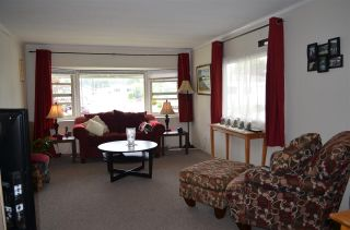 """Photo 2: 2152 CUMBRIA Drive in Surrey: King George Corridor Manufactured Home for sale in """"CRANLEY PLACE"""" (South Surrey White Rock)  : MLS®# R2165076"""