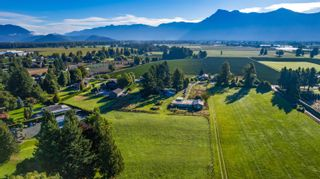 Photo 5: 10715 REEVES Road in Chilliwack: East Chilliwack House for sale : MLS®# R2620626