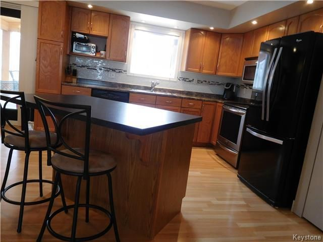 Photo 8: Photos: 54 WESTWOOD Avenue in Mitchell: R16 Residential for sale : MLS®# 1809222