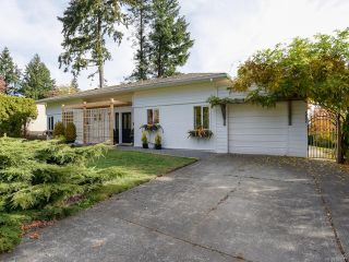 Photo 1: 532 BAMBRICK PLACE in COMOX: CV Comox (Town of) House for sale (Comox Valley)  : MLS®# 800011