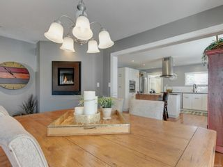Photo 7: 147 Cambridge St in : Vi Fairfield West House for sale (Victoria)  : MLS®# 885266