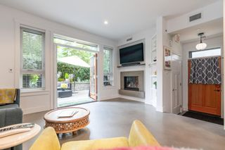 """Photo 3: 1 2437 W 1ST Avenue in Vancouver: Kitsilano Townhouse for sale in """"FIRST AVENUE MEWS"""" (Vancouver West)  : MLS®# R2603128"""