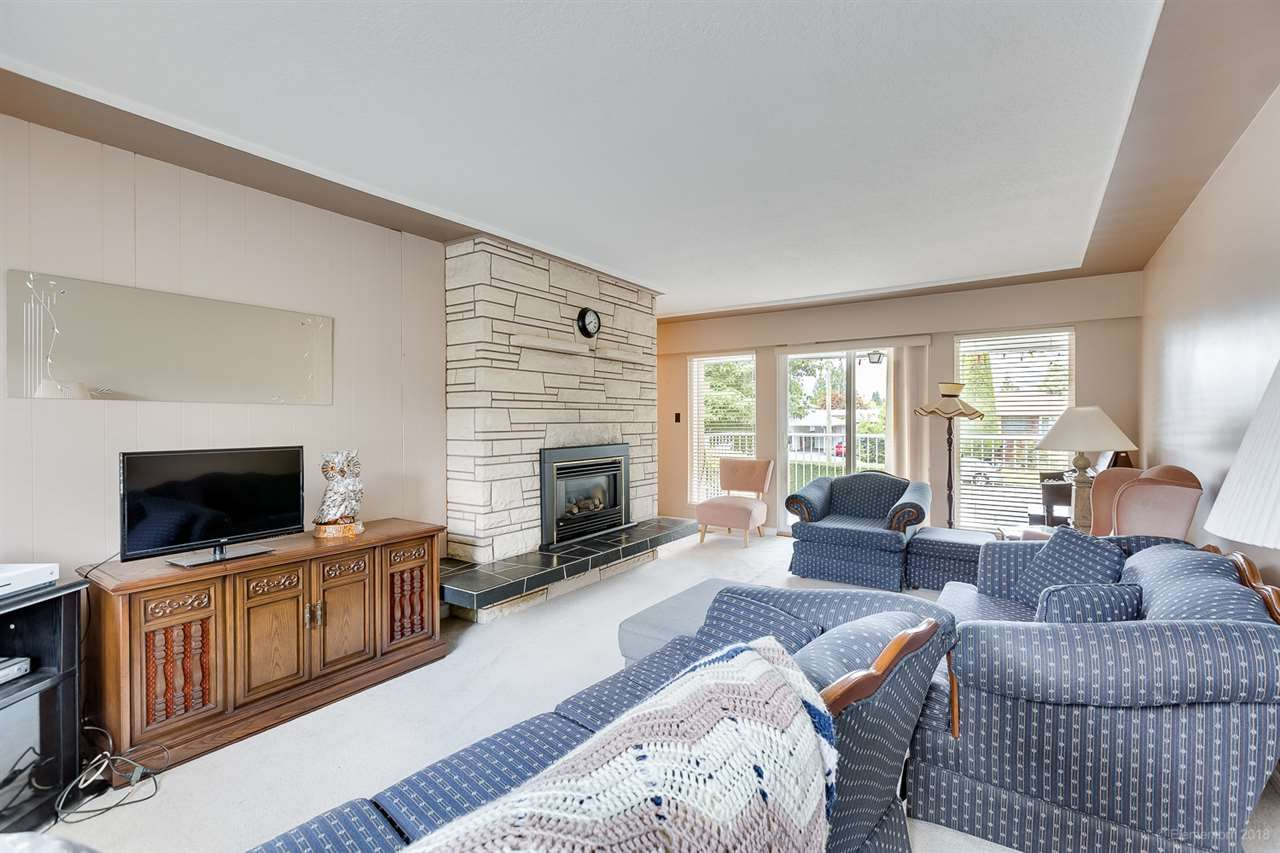Photo 9: Photos: 1672 SPRICE Avenue in Coquitlam: Central Coquitlam House for sale : MLS®# R2389910