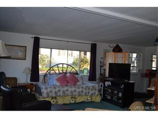 Photo 5: 4 60 Cooper Rd in VICTORIA: VR Glentana Manufactured Home for sale (View Royal)  : MLS®# 753353