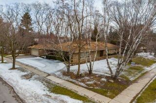 Photo 1: 27 Wilket Road in Toronto: Bridle Path-Sunnybrook-York Mills House (Bungalow) for sale (Toronto C12)  : MLS®# C4385099