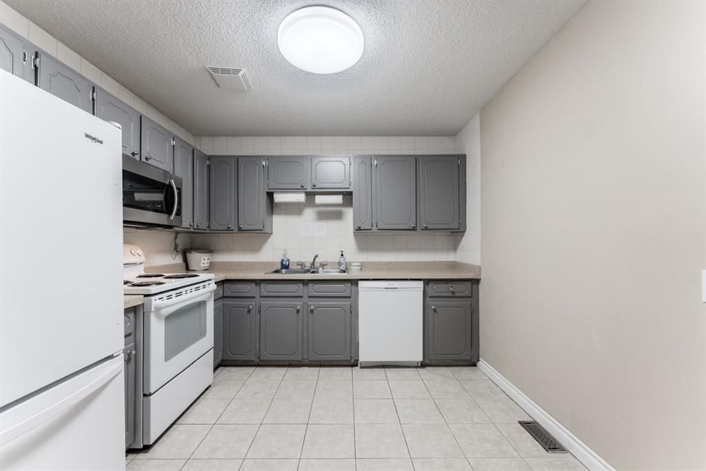 Photo 9: Photos: 534 QUEENSLAND Place SE in Calgary: Queensland Semi Detached for sale : MLS®# A1020359