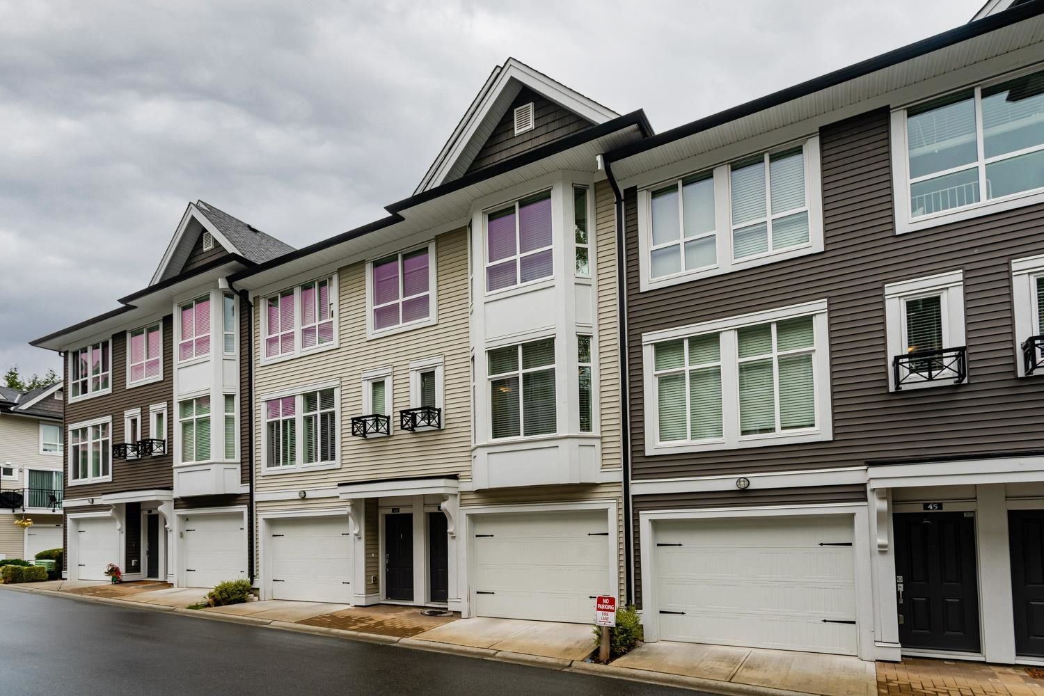 """Main Photo: 44 14433 60 Avenue in Surrey: Sullivan Station Townhouse for sale in """"Brixton"""" : MLS®# R2610172"""