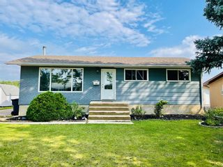 Photo 1: 244 Brown Avenue East in Dauphin: R30 Residential for sale (R30 - Dauphin and Area)  : MLS®# 202122711
