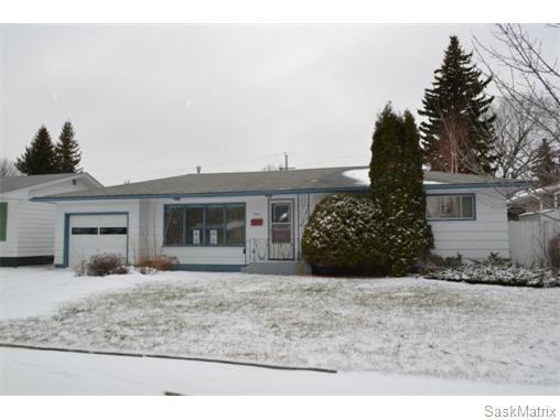 Main Photo: 2408 Irvine Avenue in Saskatoon: Nutana Park Single Family Dwelling for sale (Saskatoon Area 02)  : MLS®# 565482