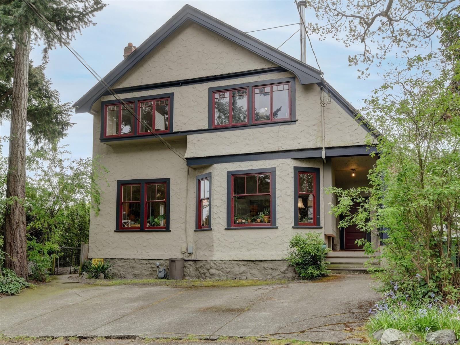 Main Photo: 1000 Carberry Gdns in : Vi Rockland Full Duplex for sale (Victoria)  : MLS®# 874324