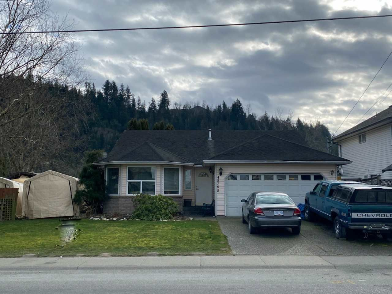 Main Photo: 45788 THOMAS Road in Chilliwack: Vedder S Watson-Promontory House for sale (Sardis)  : MLS®# R2537365