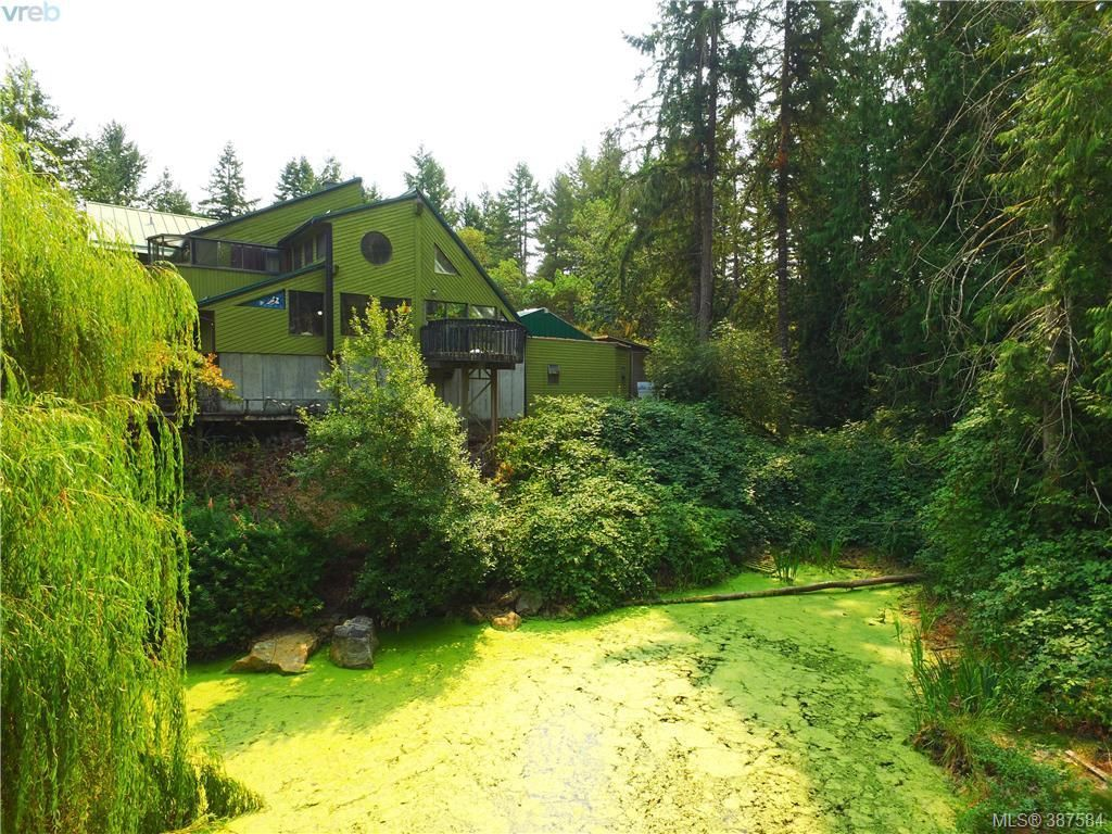 Main Photo: 340 Goward Rd in VICTORIA: SW Prospect Lake House for sale (Saanich West)  : MLS®# 778824