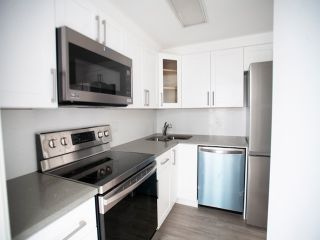 "Photo 13: 2308 1166 MELVILLE Street in Vancouver: Coal Harbour Condo for sale in ""ORCA PLACE"" (Vancouver West)  : MLS®# R2570672"