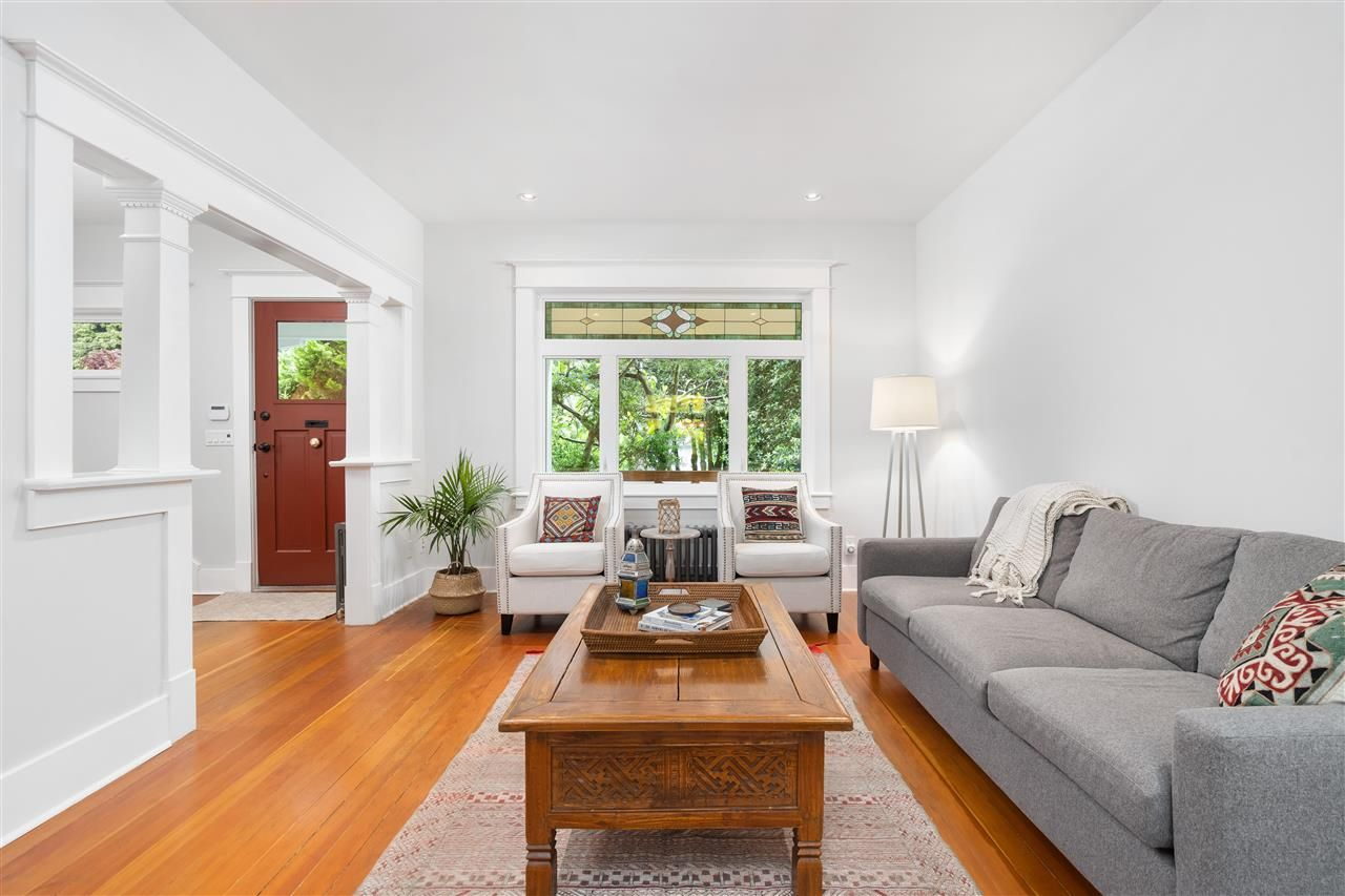 Photo 5: Photos: 849 DURWARD Avenue in Vancouver: Fraser VE House for sale (Vancouver East)  : MLS®# R2584821