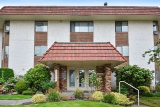 """Photo 1: 204 1458 BLACKWOOD Street: White Rock Condo for sale in """"Champlain Manor"""" (South Surrey White Rock)  : MLS®# R2208824"""