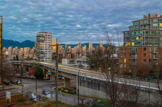 """Photo 8: 404 1633 W 8TH Avenue in Vancouver: Fairview VW Condo for sale in """"Fircrest Gardens"""" (Vancouver West)  : MLS®# R2537315"""