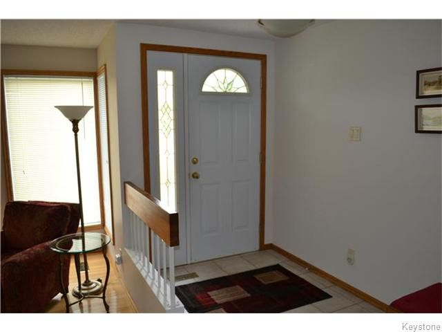 Photo 2: Photos: 27 Woodcroft Bay in WINNIPEG: Maples / Tyndall Park Residential for sale (North West Winnipeg)  : MLS®# 1524460