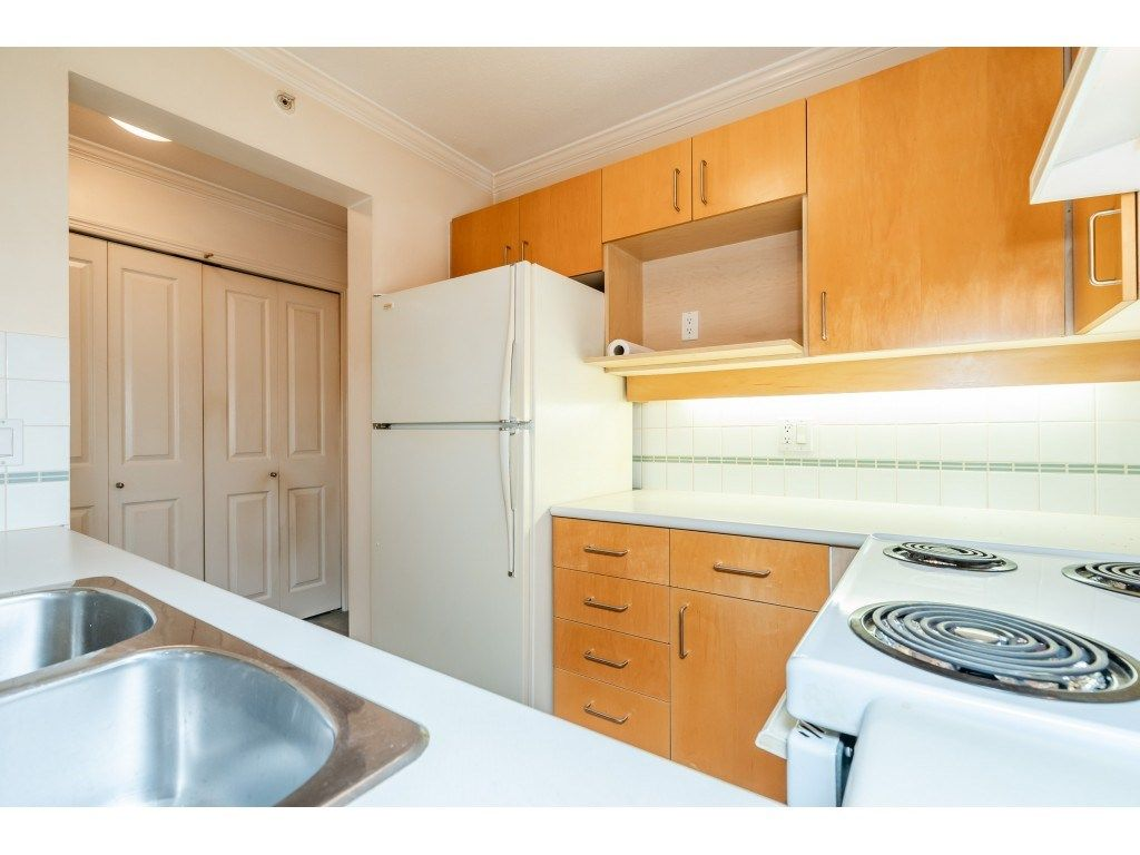 """Photo 5: Photos: 303 19750 64 Avenue in Langley: Willoughby Heights Condo for sale in """"Davenport"""" : MLS®# R2480874"""