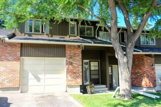 Photo 1: 24 10001 BROOKPARK Boulevard SW in Calgary: Braeside Row/Townhouse for sale : MLS®# C4297216