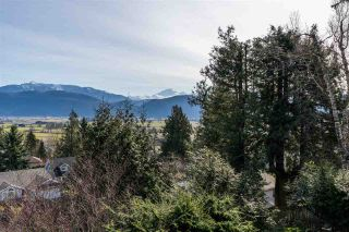 """Photo 1: 2258 MOUNTAIN Drive in Abbotsford: Abbotsford East House for sale in """"Mountain Village"""" : MLS®# R2543392"""