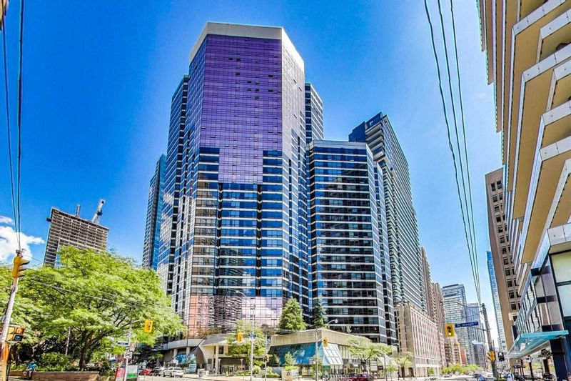 FEATURED LISTING: 1704 - 1001 Bay Street Toronto