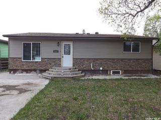 Photo 2: 834 Isabelle Street in Estevan: Hillside Residential for sale : MLS®# SK856381