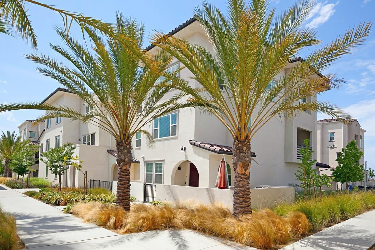Main Photo: CHULA VISTA Townhouse for sale : 4 bedrooms : 5200 Calle Rockfish #97 in San Diego