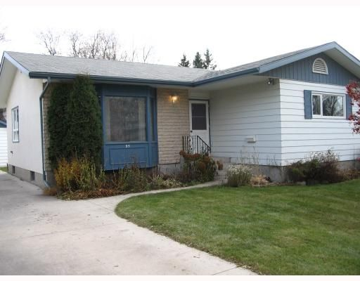 FEATURED LISTING: 95 ROSELAWN Bay WINNIPEG