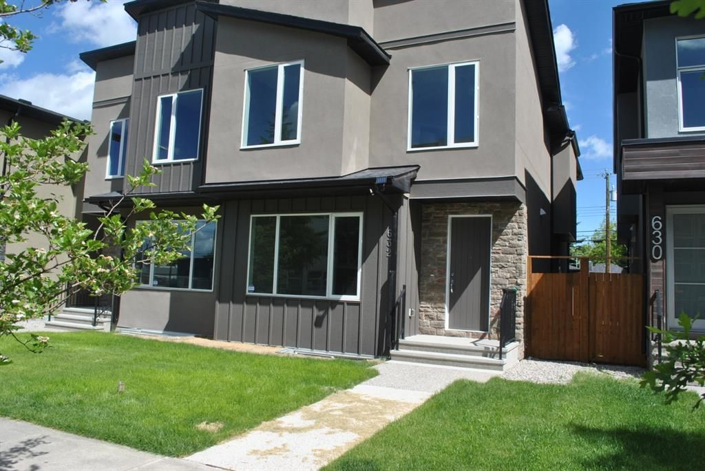 Main Photo: 632 17 Avenue NW in Calgary: Mount Pleasant Semi Detached for sale : MLS®# A1058281
