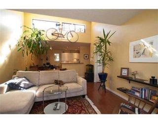 Photo 2: 319-206 East 15th Street in North Vancouver: Central Lonsdale Condo for sale : MLS®# V847510