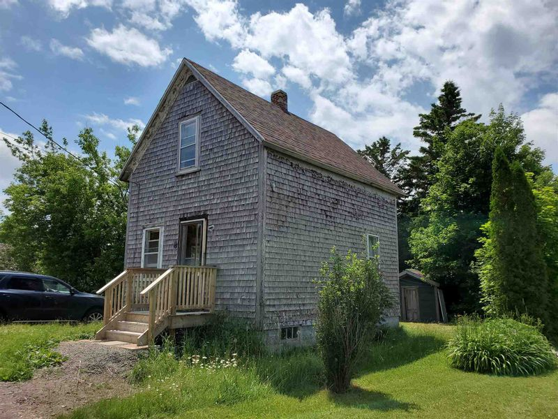 FEATURED LISTING: 8 Gray Street Springhill