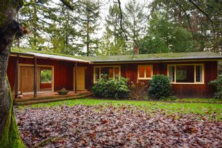 Photo 1: 10932 Inwood Rd in : NS Curteis Point House for sale (North Saanich)  : MLS®# 862525